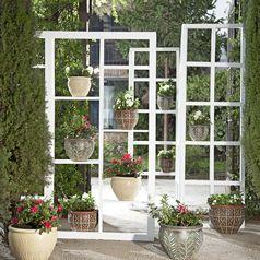 Flores y plantas para los jardines de tu hogar for Almacen de plastico para jardin