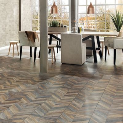 Piso Laminado Roble Chateaux Multicolor 8mm AC4 caja 2.52 m2